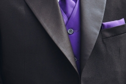 Σμόκιν κουστούμι για επίσημες τελετές (μωβ πένθιμο με γιλέκο και γραβατόνι)